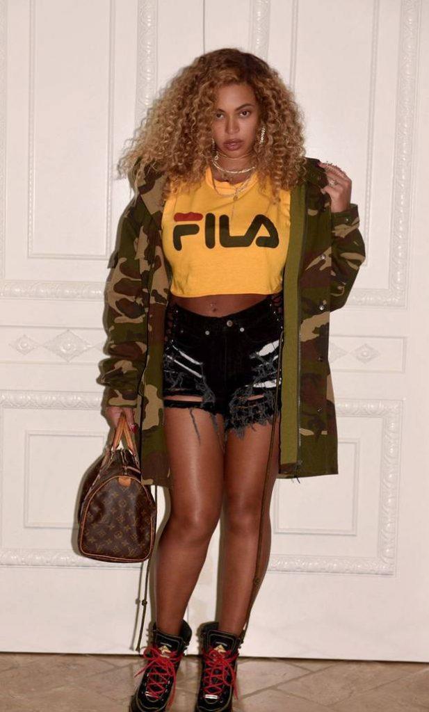 Beyoncé luciendo una camisa Fila